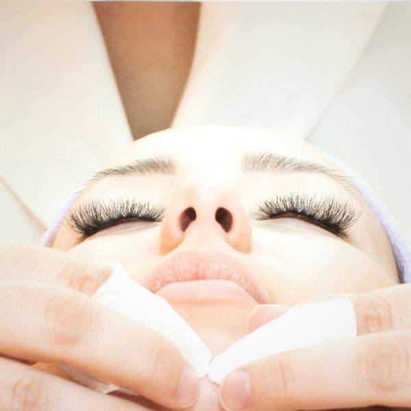 Peeling twarzy chemiczny felurac peel Klinika Miracki Warszawa warto skorzystaj dobre ceny super efekty i opinie