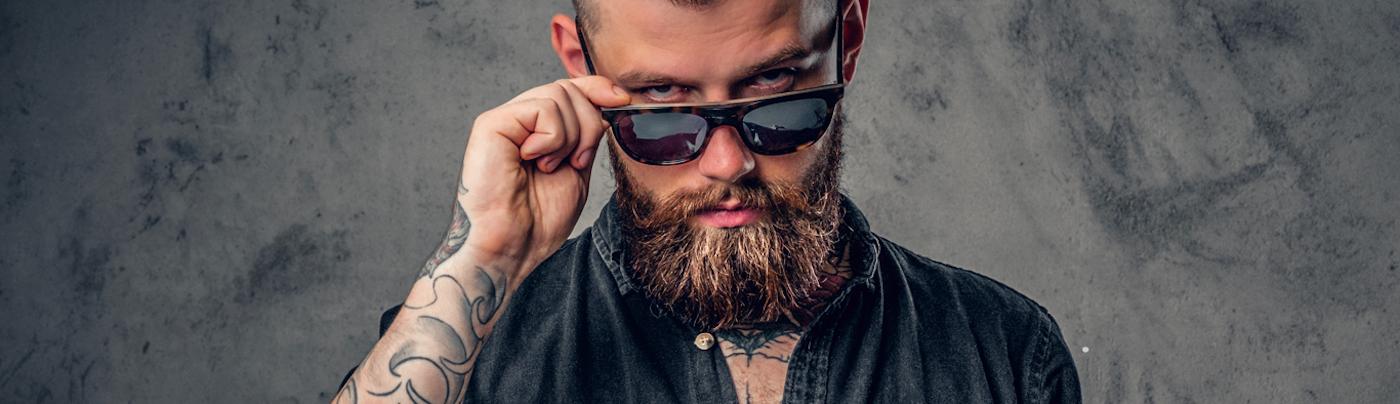 Czy tatuaż przeszkadza w karierze zawodowej? Kiedy zdecydować się na jego usunięcie?