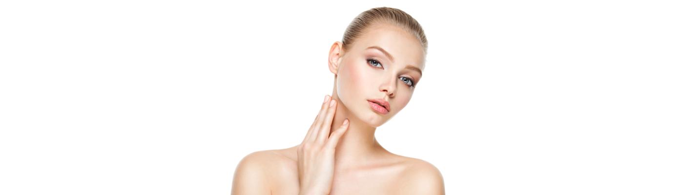 Oznaki starzenia widoczne są także na szyi! Zobacz, jak dbać o skórę szyi w domu i gabinecie lekarskim