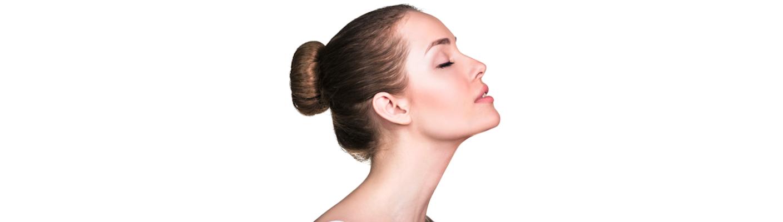 Lifting twarzy: bezinwazyjny czy operacyjny? Którą metodę wybrać, jeśli zdecydujesz się na zabieg?