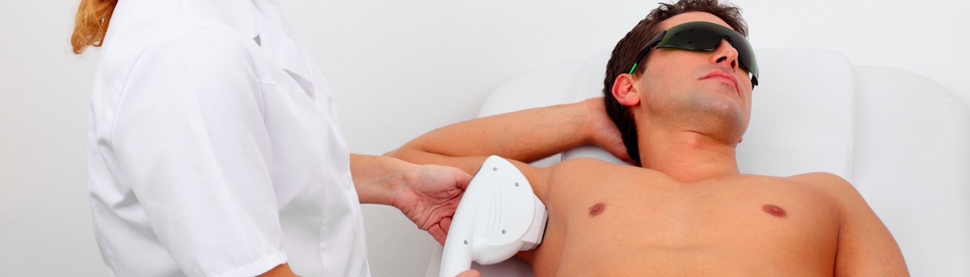 Męska depilacja – dlaczego wciąż budzi kontrowersje? Czy mężczyzna powinien się depilować.