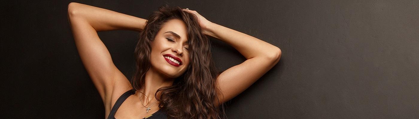 """,,Chcesz być piękna, musisz cierpieć"""" – czyli fakty i mity na temat popularnych metod odmładzania skóry"""