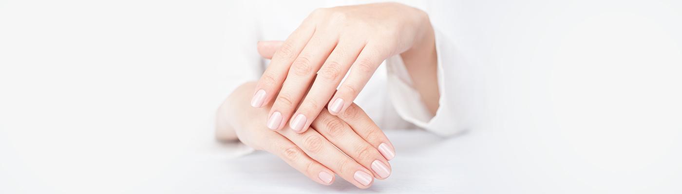 Piękne dłonie na wiosnę – poznaj nasze sposoby na suche i zniszczone dłonie z przebarwieniami!